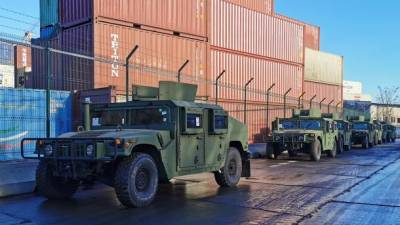 США передали Украине 20 внедорожников для УСН и 84 лодки для флота, - посольство