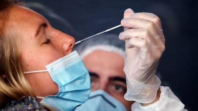Во Франции за сутки выявили более 16 тысяч случаев коронавируса
