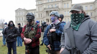 Десятки вооружённых американцев собрались у парламента в Мичигане