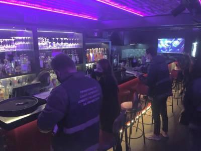 Нарушение коронавирусных запретов стало причиной закрытия кафе в Петербурге