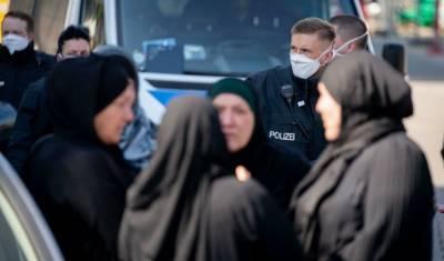 «Карантинные правила только для немцев»: арабская семья утроила пышную свадьбу в Берлине