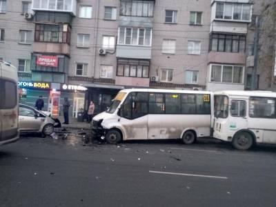 В Челябинске пьяный водитель протаранил маршрутки с пассажирами