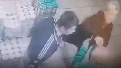 В Башкирии пара воришек напала на работницу супермаркета