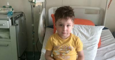 Ярославчик еще совсем маленький, а болезнь ставит его жизнь под угрозу: ребенка надо срочно спасать