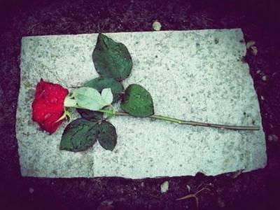 В США могильщик оказался похоронен заживо в выкопанной им могиле и умер