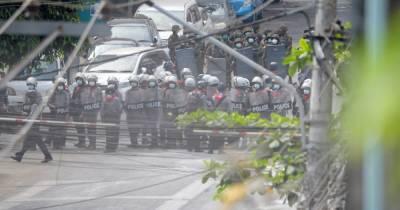 Путчисты в Мьянме застрелили еще семь протестующих: счет жертв идет на десятки