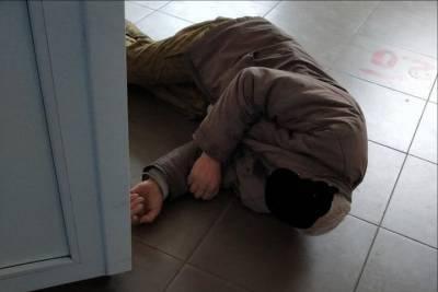 В омской медсанчасти старик пролежал на полу без сознания