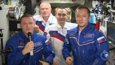 Видео из Сети. Экипаж МКС поздравил землян с Днем космонавтики