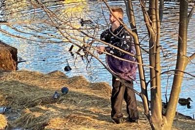 В Ярославле поймали мужчину который охотился на уток в черте города
