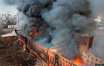В Петербурге полностью сгорела Невская мануфактура