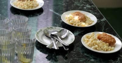 Путин призвал допустить родителей к контролю за качеством горячего питания в школах