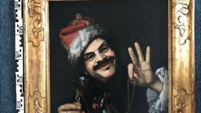 Полиция разыскивает владельца: кто-то выбросил в мусор ценные 350-летнее картины