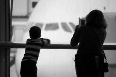 Законным представителям хотят дать право ограничивать выезд детей за границу