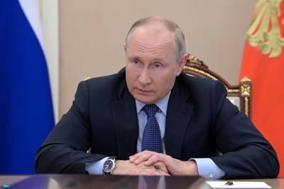 Путин пообещал внедрить новую модель оплаты труда работников здравоохранения