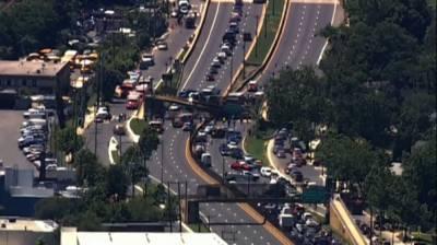 В Вашингтоне обрушился пешеходный мост
