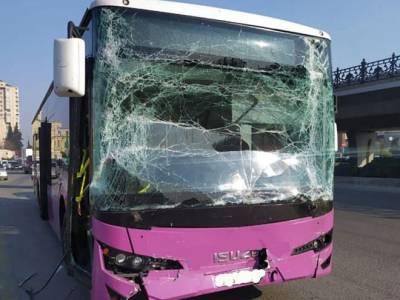 В Баку столкнулись два автобуса, пострадали 7 человек