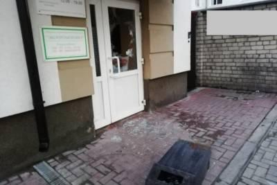 В Рязани патрульные задержали дебошира, бьющего окна