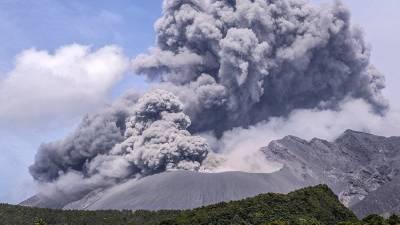 В Японии произошло извержение вулкана: уровень опасности повышен